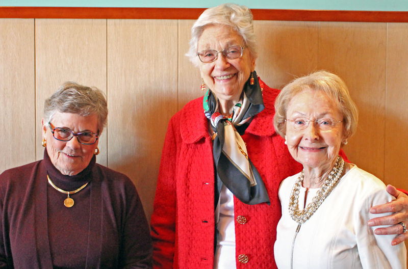 Beese Craigie (center)